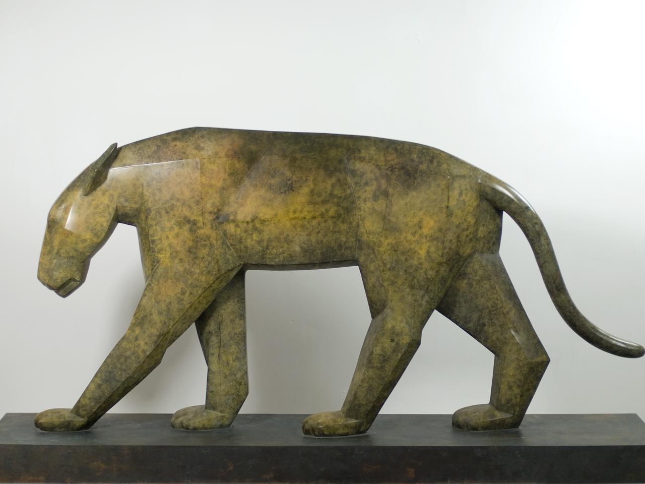 Die Patinierung im Beispiel des Panthers (Marco Flierl) lässt die Plastik lebendiger aussehen