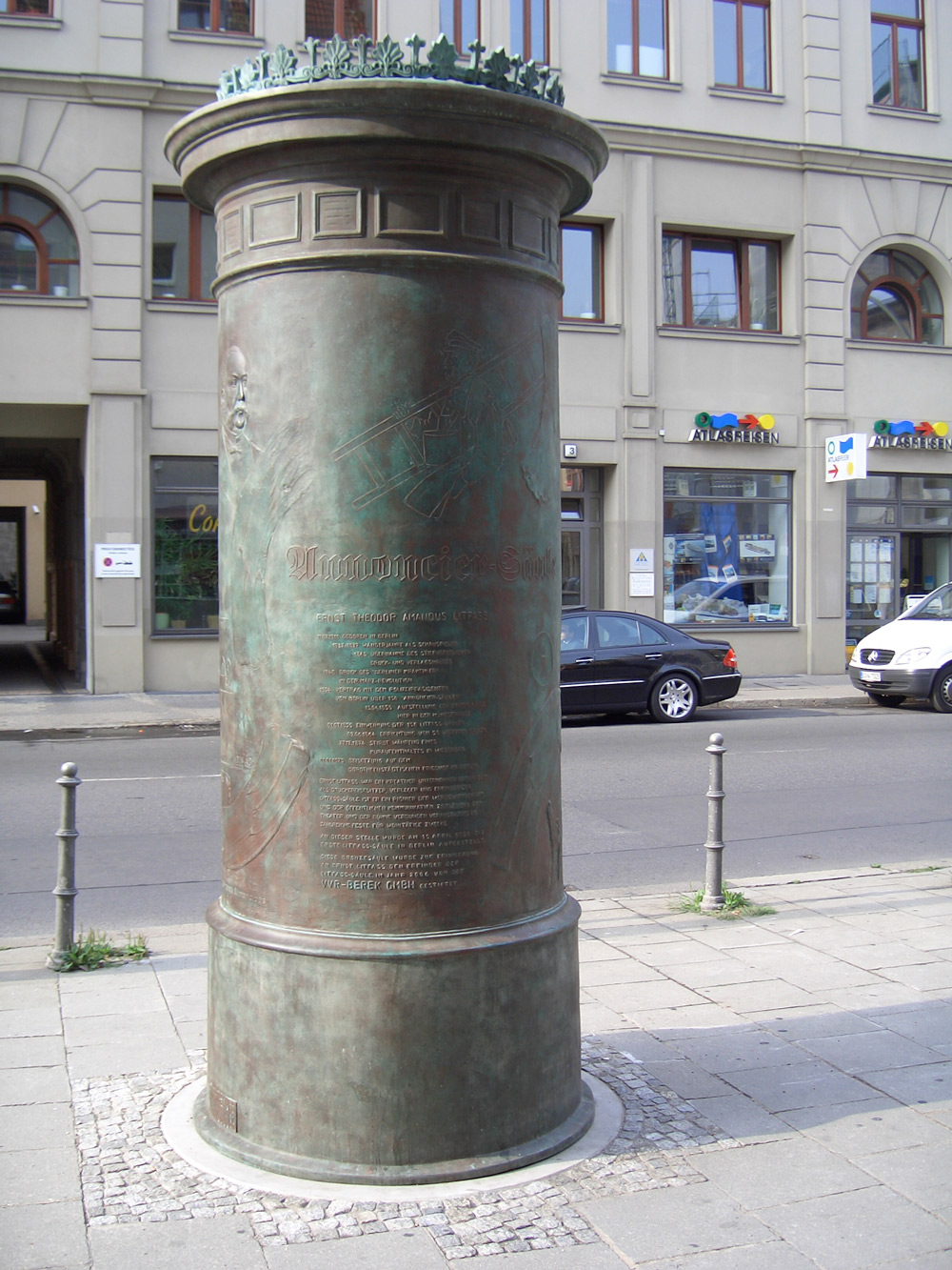 Felicitas Franck, Litfasssäule in Berlin-Mitte (2006)
