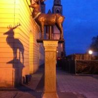 Bronzeguss des Hirsches auf dem Marktplatz in Magdeburg.
